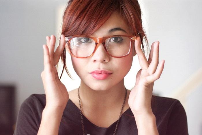 nâng mũi có đeo kính được không
