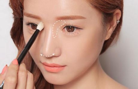 Bí quyết trang điểm biến mũi tẹt thành mũi cao - nangmuislinedep.com.vn